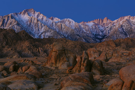 nevada: USA, California, Alpenglow on Eastern Sierra Nevada