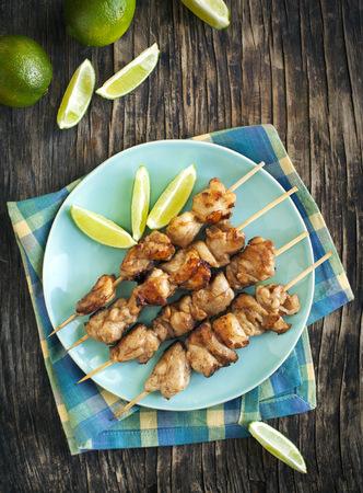 caoba: Pinchos de pollo caoba