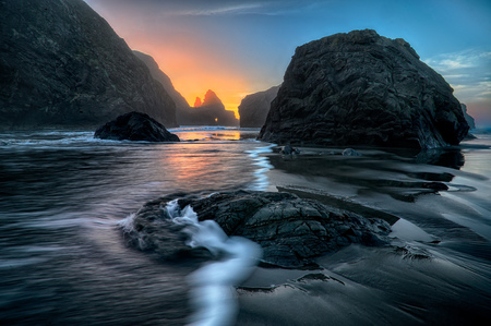 Rocks on Gold Beach, Oregon, USA LANG_EVOIMAGES