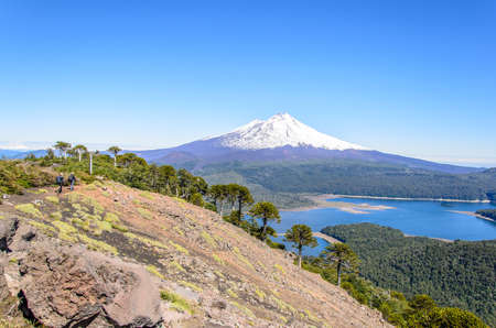 nevada: Chile, Araucania, Sierra Nevada, Lake by snowcapped mountain LANG_EVOIMAGES