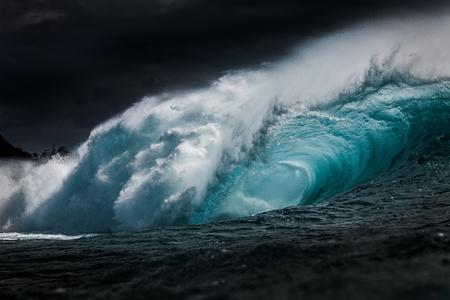 Tube wave, North Shore, Oahu, Hawaii LANG_EVOIMAGES