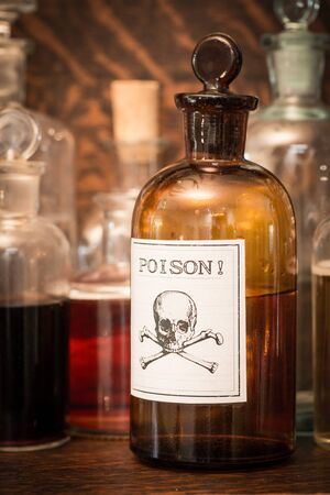 riesgo quimico: Bottles with poison label