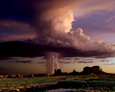 atmospheric phenomena: Thunderstorm and lightning, Monument Valley, Utah, America, USA