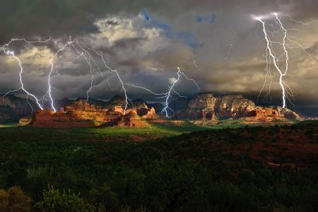 atmospheric phenomena: Lightning over Secret Mountain, Sedona, Arizona, America