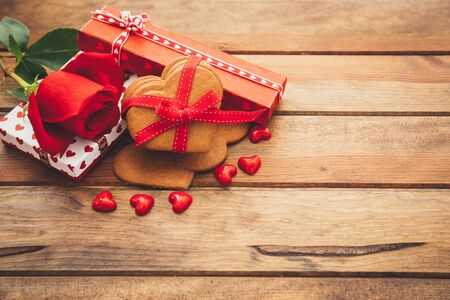 tied in: Valentines Day gifts LANG_EVOIMAGES
