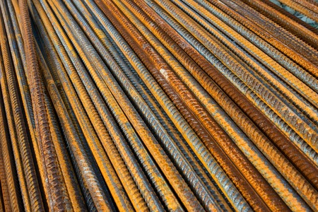 Stack of the metal rusty reinforcement bars. Banque d'images