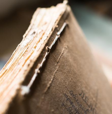 cartas antiguas: La carpeta con los documentos de papel viejo en el archivo. Foto de archivo
