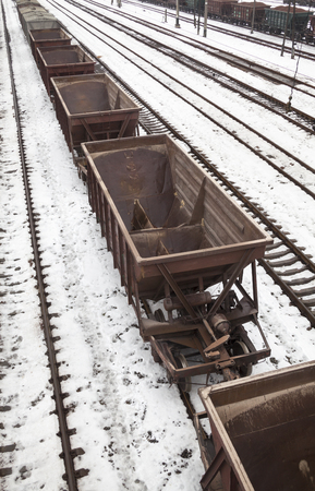 Empty freight wagons on the railroad in winter Standard-Bild