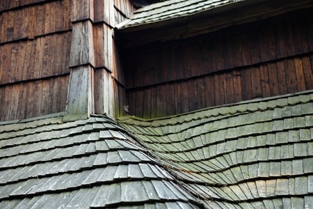 The old wooden shingle roof. Close up. Standard-Bild