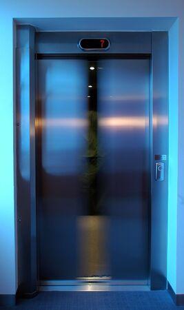 closing lift doors, white balance set for lift interior, level 7