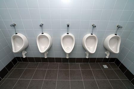 urinal homme cinq toilettes propres, pas d'autres objets
