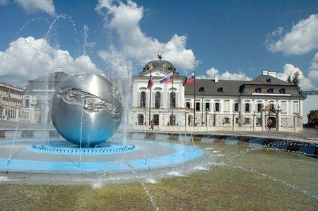 lak�hely: Grassalkovichov palac. Dnes v pal�ci s�dli prezident Slovenskej republiky. Stock fotó