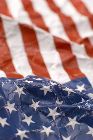 wrinkled paper: gekreukt papier USA vlag, ondiepe diepte van mening, verticale foto Stockfoto