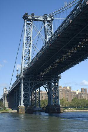 lower east side: El puente de Williamsburg que conecta Brooklyn con el Lower East Side de Manhattan, Nueva York, EE.UU. Foto de archivo