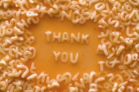 Je vous remercie faite de lettres alimentaire dans la soupe de ketchup