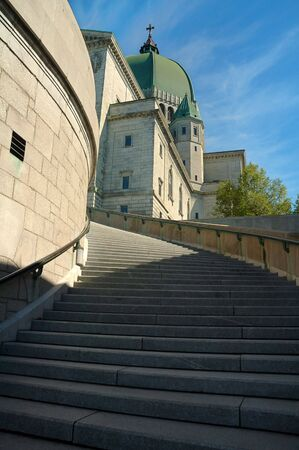 oratoria: Escalera al Oratorio de San Jos� en Montreal, Canad�. Foto vertical