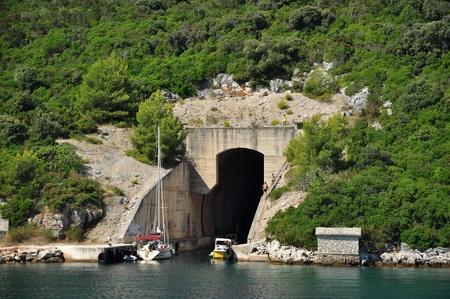 national landmark: riparo di acqua utilizzata in world war 2, punto di riferimento nazionale in Croazia, vicino a Zadar Archivio Fotografico