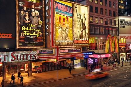 29. Mars 2011 - NEW YORK CITY, USA - Broadway Theater District sur la place de temps dans la ville de Manhattan, � New York, USA. Photo prise le 29. Mars 2011