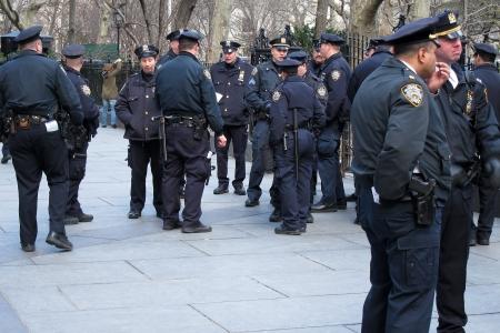 24. MARS 2011 - NEW YORK, �tats-Unis - policiers dans une rue de New York City, USA. Photo prise le 24 mars 2011. Editeur