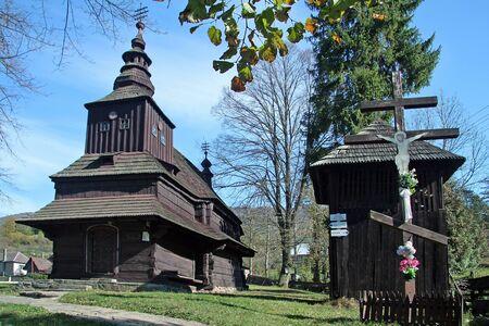 Eglise de l'Archange Michael slovaque Kostol Michala archanjela dans le village de Rusky Potok, à l'est la région de la Slovaquie Banque d'images - 16533737