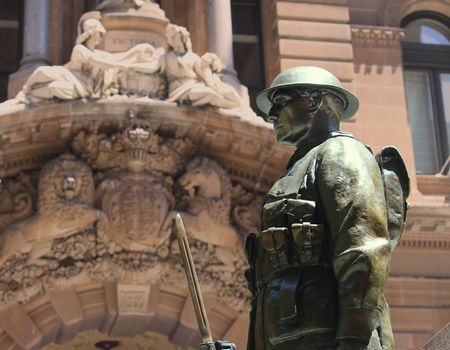Army soldier at the Sydney Cenotaph is located in Martin Place with the post office in the background - Anzac Day - war memorial Sajtókép