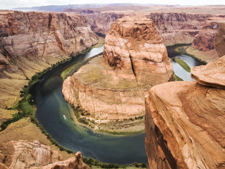 steep: Horseshoe Bend, Glen Canyon, Page, Arizona, AZ, USA - An extraordinary view of the Horseshoe Bend, an Erg horseshoe-shaped and the Colorado River Stock Photo