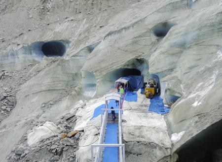 Montenvers entrance to the Ice Cave on the Sea of Ice Glacier -  Mont Blanc massif, Chamonix, French Alps, France, Europe Montenvers entrata della  Caverna di Ghiaccio nel Mer de Glace
