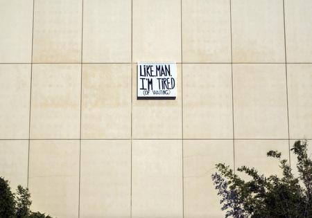 サインオン LACMA - ロサンゼルス郡立美術館、2017 年 8 月 12 日 - ロサンゼルス、カリフォルニア州、米国で」のような男は、飽きた (待機中)