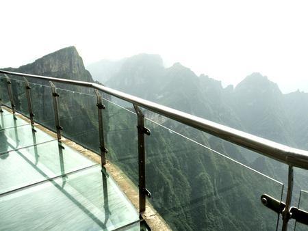 Cliff Glass Sky Walk at Tianmen Mountain, The Heavens Gate at Zhangjiagie, Hunan Province, China, Asia 版權商用圖片