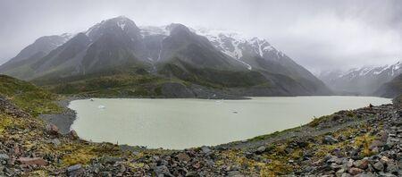 Hooker Valley Glacier Lake with Icebergs at Mount Cook, Aoraki, New Zealand, NZ Stok Fotoğraf