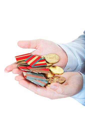 Medailles in de kinderen de handen op een witte achtergrond Stockfoto