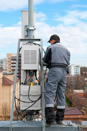 cell tower: Master repairing cellular base stations at a height