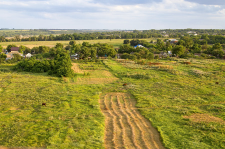 Mooie zomerse landelijke landschapsmening vanaf de bovenkant