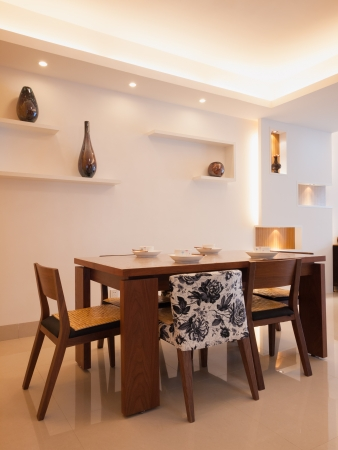 dining table and chairs: modern dining room with dining table and chairs Stock Photo