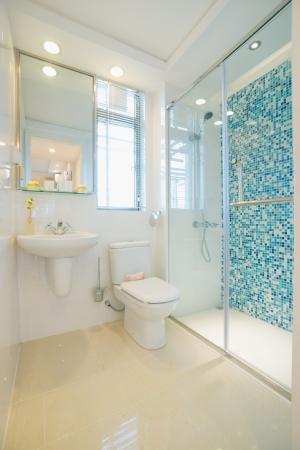 de badkamer met moderne stijl