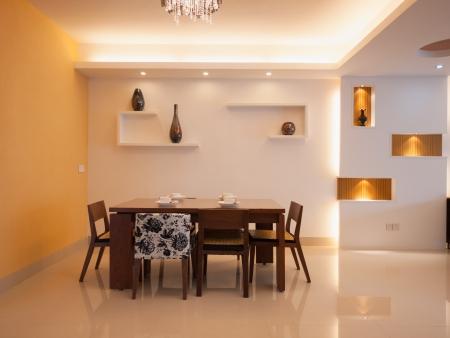 Moderne Esszimmer mit Esstisch und Stühlen Standard-Bild - 20054654