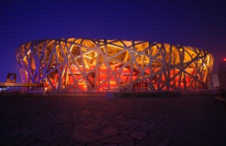 nido de pajaros: Beijing, China - 1 de junio de 2012: el Estadio Nacional de Beijing (Nido de Pájaro) es el estadio principal de los Juegos Olímpicos de Verano 2008, y también fue sede de la apertura y cierre de un diseño moderno y abstracto ceremonies.The, hizo el Nido de Pájaro convirtiéndose en el símbolo de Beijing, e Editorial