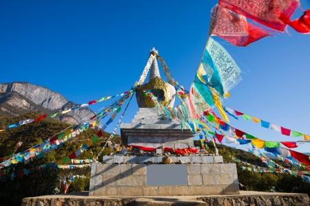 buddhist stupa: Indicadores budistas del stupa y la oraci�n en el T�bet