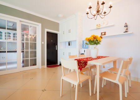 Esszimmer Orange Dekoration : Luxus esszimmer mit schönen dekoration und möbel lizenzfreie fotos
