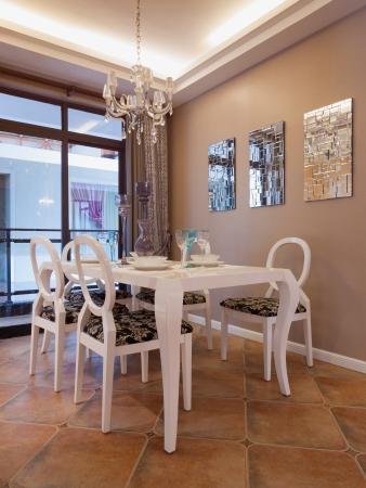 Modernen Speisesaal mit schöner Dekoration Standard-Bild - 20241633