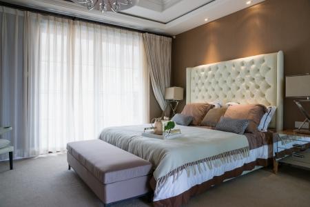 chambre à coucher: chambre confortable avec une belle décoration