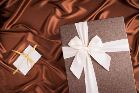 tissu soie: very nice gift box and greeting card on silk cloth with chocolate color