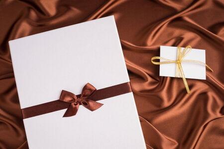 silk cloth: regalo molto bello e biglietto di auguri su panno di seta con il colore del cioccolato