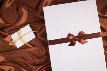 seidenstoff: sehr sch�ne Geschenk-Box und Gru�karte auf Seidentuch mit Schokolade Farbe