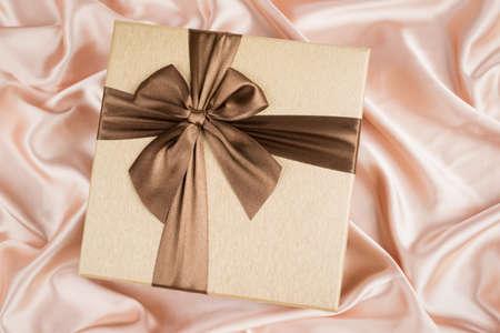 silk cloth: molto bella confezione regalo su panno di seta
