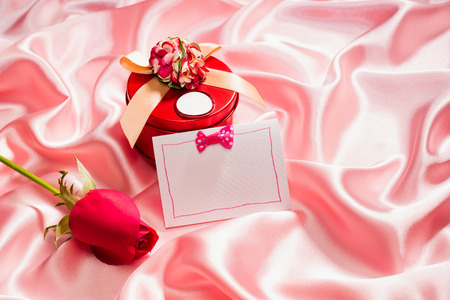 tissu soie: very nice gift box and rose on silk cloth
