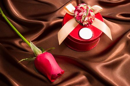 silk cloth: very nice gift box and rose on silk cloth
