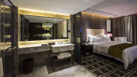luxury hotel bedroom with nice decoration Foto de archivo
