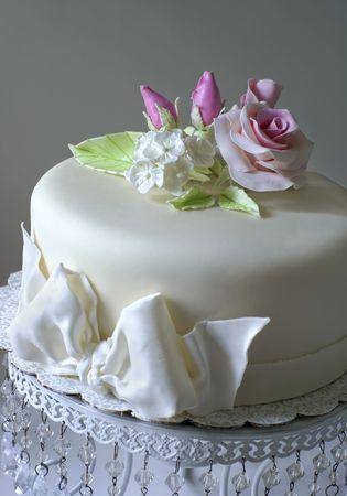 Pastel con rosas de azúcar  Foto de archivo