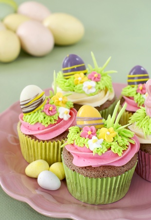 Chocolate cupcakes with vanilla frosting decorated for Easter Imagens - 17195284
